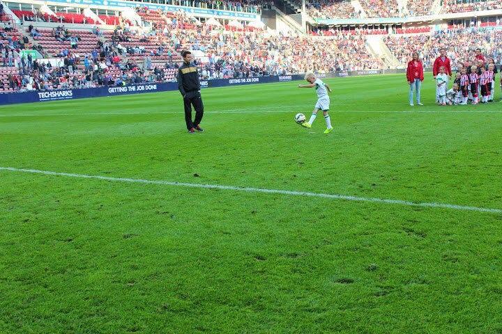 Memphis Penalty schieten in de rust PSV NAC!!! Zomer 2014.