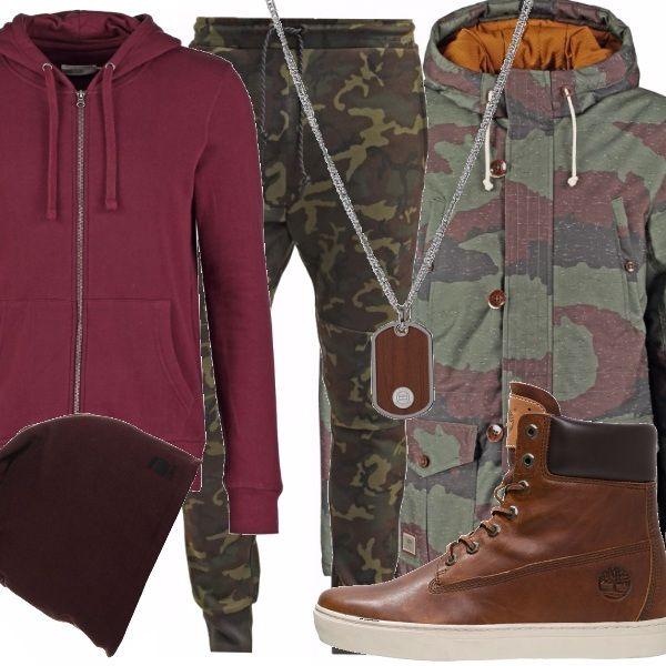 Per chi ama il camouflage. Giaccone imbottito nei toni che vanno dal verde oliva, al marsala passando peril blu, pantaloni comodi nello stesso stile, felpa aperta con cappuccio, scarponcini in color cuoio, cappello basic.