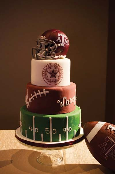 La famosa tradición británica del pastel del novio.   Texas A&M Aggie Groom's Cake- so cute!  Why didn't we think of that!?!