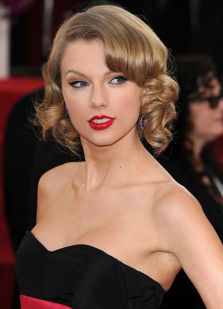 The Year in Taylor Swift's Coyly Raised Eyebrow // Jan. 12, 2014