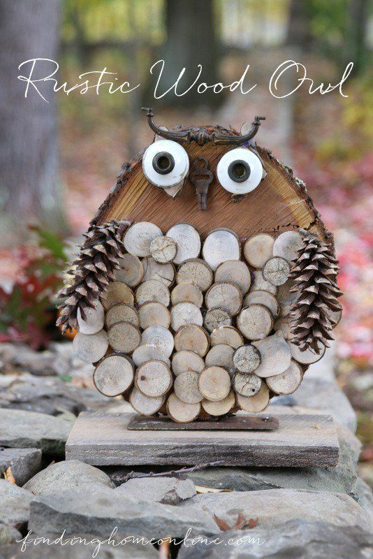 Do you love decorating with natural elements for fall? Check out this adorable rustic owl made from tree slices, pine cones, and a few upcycled items. How cute!