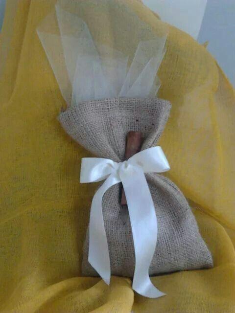 Μπομπονιερα γαμου πουγκι λινατσα με δαντελα