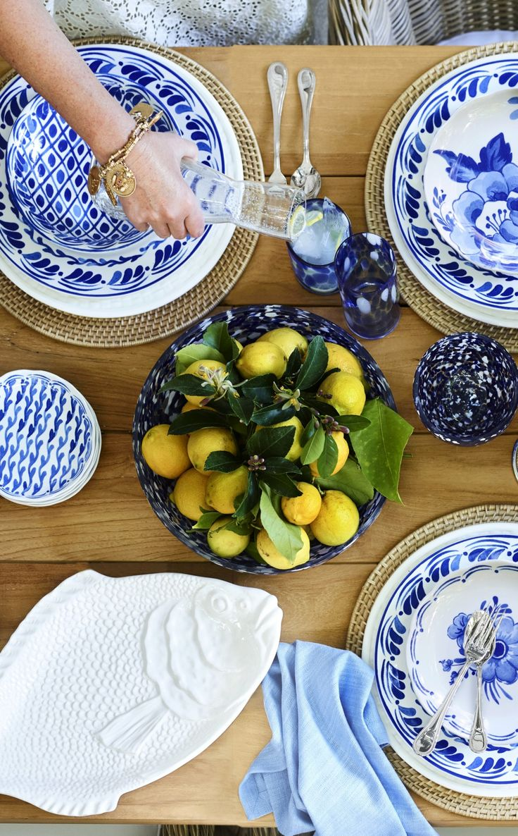 We seriously want everything from this William Sonoma collaboration... it's INSANE. Scalloped dinner plates, linen blend napkins, printed plates... you'll want everything!