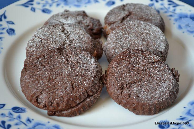Koekjes nummer twee uit het boek. Chocolade-amandelballetjes. Recepten staan beschreven op mijn FB-pagina. https://www.facebook.com/ElisabethsKitchen?ref=hl