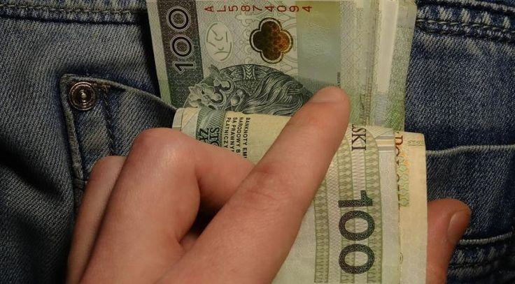 Niezalezna: Biznesmen sypie komu dawał łapówki (łącznie ponad milion). Na liście prokuratorzy i minister PO