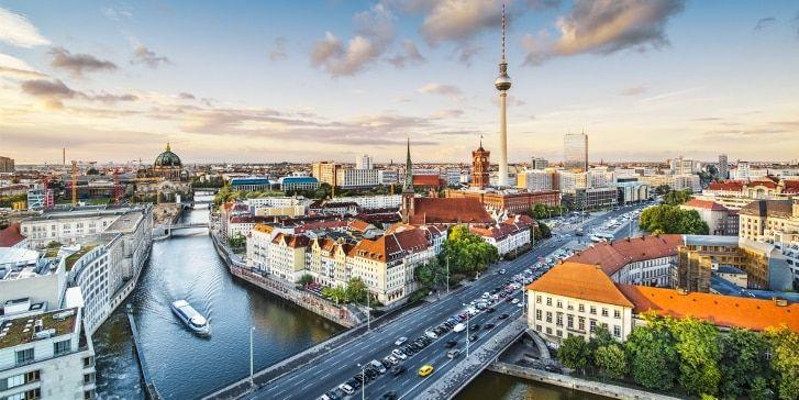 Deutschlands beliebtestes Reise- und Mobilitätsportal: Auskunft, Bahnfahrkarten, Online-Tickets, Länder-Tickets, günstige Angebote rund um Urlaub und Reisen.