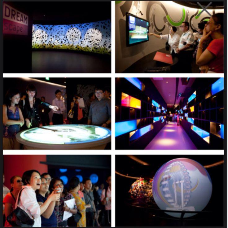 Singapore Flyer - Journey of Dream (multimedia showcase) Pengen tahu lebih banyak mengenai sejarah dan latar belakang dbuatnya The Iconic Singapore Flyer ini :)