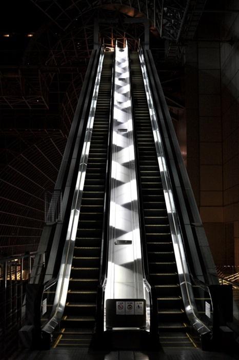 Satoshi Okazaki - Escalator