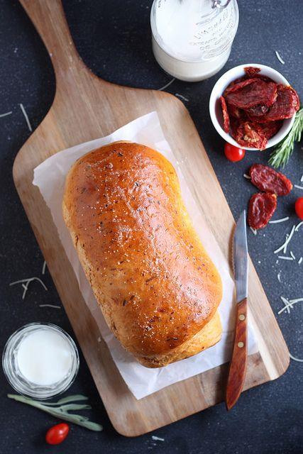 Sun-dried Tomato Cheese Bread