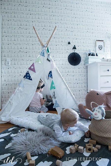 New Spielzone mit Tipi im Kinderzimmer mit passender Tipi Tapete von Ferm Living Kids