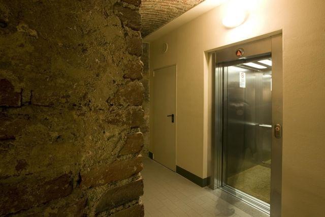 Palazzo MInerva. Piano interrato accesso all'ascensore di nuova installazione. Canuto Costruzioni