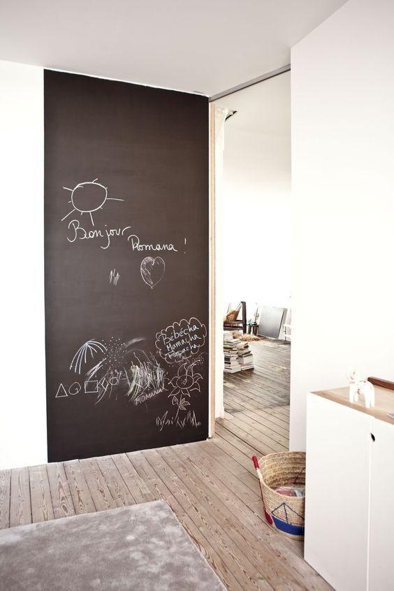 Tableau noir et peinture ardoise dans une chambre d'enfant