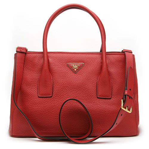 붉은 원숭이해엔 붉은색 가방이 필수겠죠? 프라다의 인기 신상품 여성용 토드 겸 숄더백은 어떠세요? 전체적인 레드 컬러의 프라다 고유의 고급스러운 송아지 가죽 소재에 심플한 디자인이 조화를 이룬 멋진 제품을 엘롯데에서 만나보세요.
