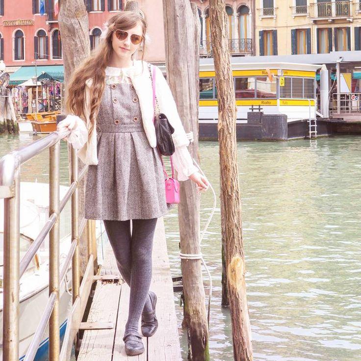 Venice  nearby Rialto bridge!  #tbt #beckiitravels #venice #rialto #spreepicky #apricot #primark #kawaii