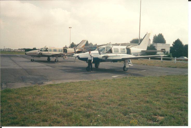 SKK Navajos in Pontoise PA31-350 GYSKY PA31-310 GBBDS { Martin Ackner } { Hans Baumhardt } 1989