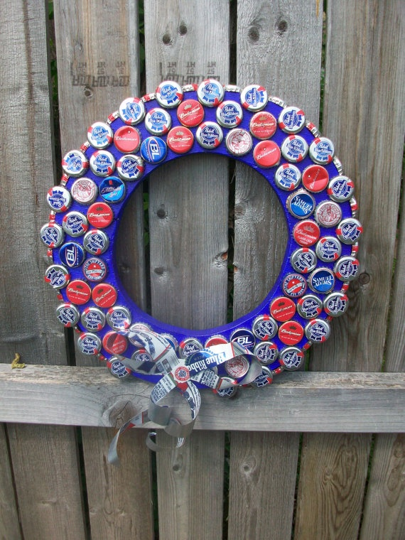 4th of July Wreath Recycled Beer Bottlecap / For more ideas on upcycling and recycling check out: www.wasteconnectionsmemphis.com #upcycle