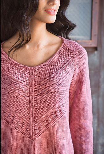The stitch definition of rose Dona from Fibra Natura/Universal Yarns is the perfect companion for the mitered Guernsey pattern of this pullover's front yoke. A wide neckline, fully fashioned raglan armhole shaping and an oversized fit lend a casual, relaxed air.The guernsey pattern runs straight across the upper back; the sleeves and lower hem are finished with a k2, p2 rib.