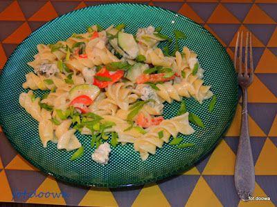 Moje Małe Czarowanie: Makaron z warzywami i gorgonzolą