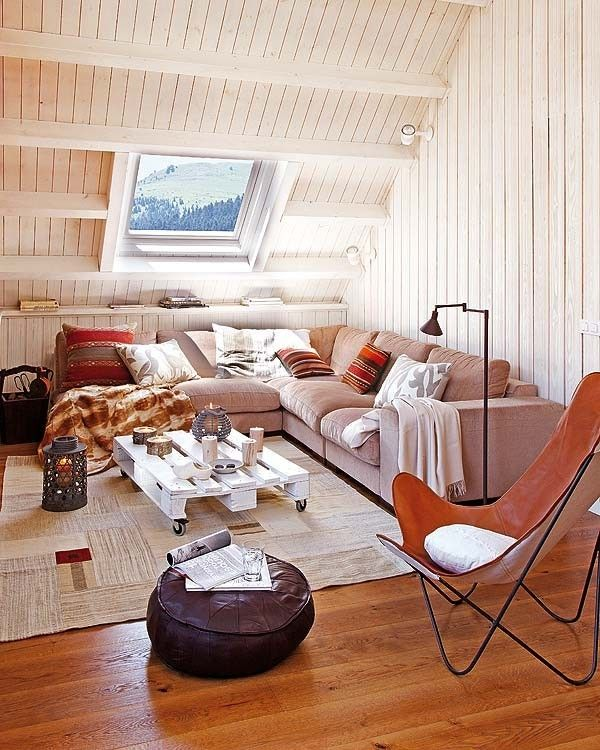 Attic - so bright and comfyCoffe Tables, Coffee Tables, Living Spaces, Attic Spaces, Living Room, Pallets Tables, Attic Room, Attic Spacs, Atticroom