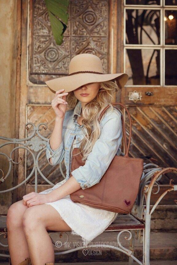 Full leather handbag. Colour Tan. Perfect size!