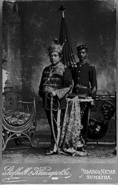 `Shariif Qaasim II (Indonesia; 1311.5.22 - 1388.1.25 H `Arab (`Hadhramii); 1333s - 1364s H Sultan (Kesulthanan Siak Sri Inderapura (1333s - 1364s H Koninkrijk der Nederlanden; 1364s - 1365s H Negara Kesatuan Republik Indonesia))) (Koninkrijk der Nederlanden, Nederlandsch-Indie, Sumatra, Kesultanan Siak Sri Inderapura) (1333 - 1364s H Photograph) (Tropenmuseum) #KingdomofNetherlands #SiakSriInderapuraSultanate