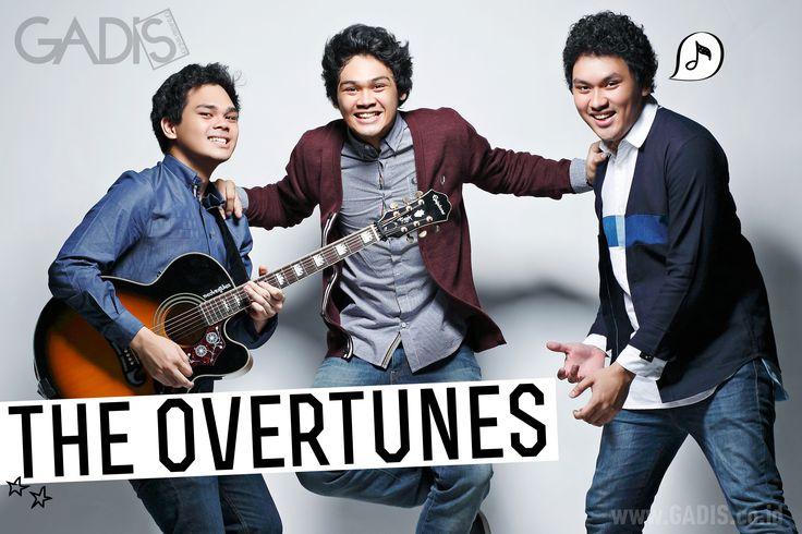 The Overtunes: tiga cowok yang 'jatuh dari surga'.