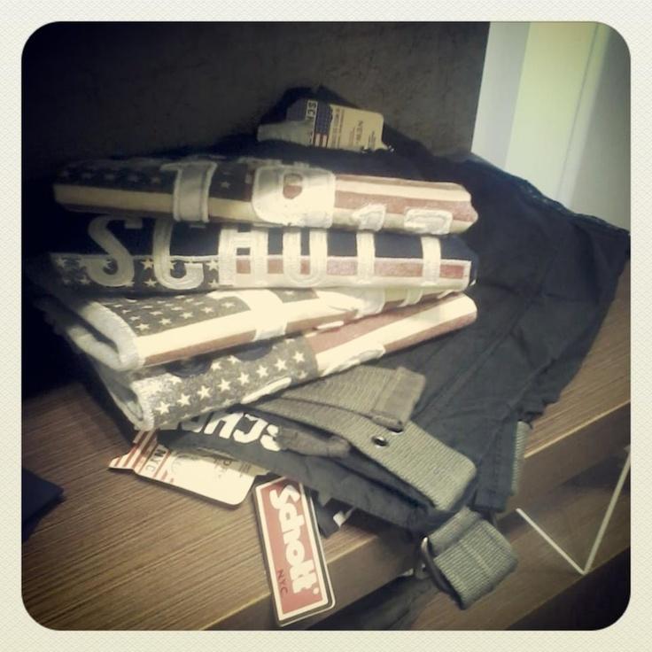 Μπλουζάκια κοντομάνικα και βερμούδα - Schott Bros NYC. #tshirt #pants #menswear