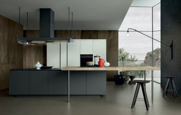 Artex kitchen with island in mat grafite laminate, worktop with tapered edge thickness 20 mm in grafite tuttocolore laminate, snack top 80 mm in staved oak. Varenna personalised island-hood Flat mat lacquered grafite.