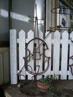 オリジナル鉄筋アート - ハウスアレンジの庭づくり