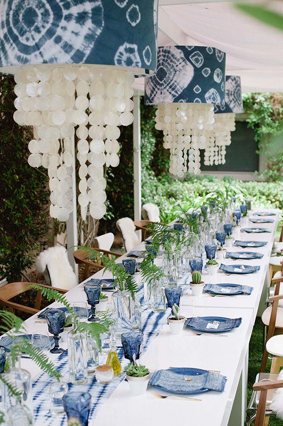 Indigo inspired bridal shower  Salvamanteles, centros de Mesa, y sobre todo, mace titans blancas con suculentas como regality o decoracion
