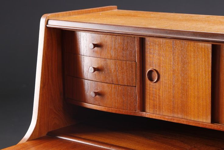 Detail. Danish Teak bureau. 60's. pristine...