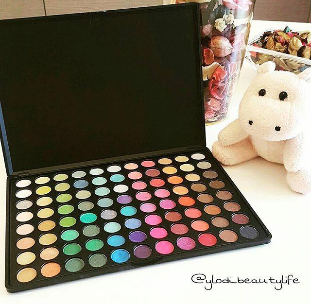 Zoeva Ultra Shimmer Palette 😍 I colori sono super pigmentati e di ottima qualità ❤ #zoeva #zoevapalette #eyeshadows #zoevacosmetics #palette #makeup #beauty #cosmetics #blog #beautyblogger #beautyblog #makeupblogger