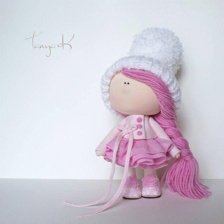 Tanya K #doll_in_home #doll #handmadedoll #handmade #textiledoll #textiles #fabricdoll #homedecor #interiordecor #куклыручнойработы #кукла #кукларучнойработы #текстильнаякукла #интерьернаякукла #ручнаяработа #розовыеволосы