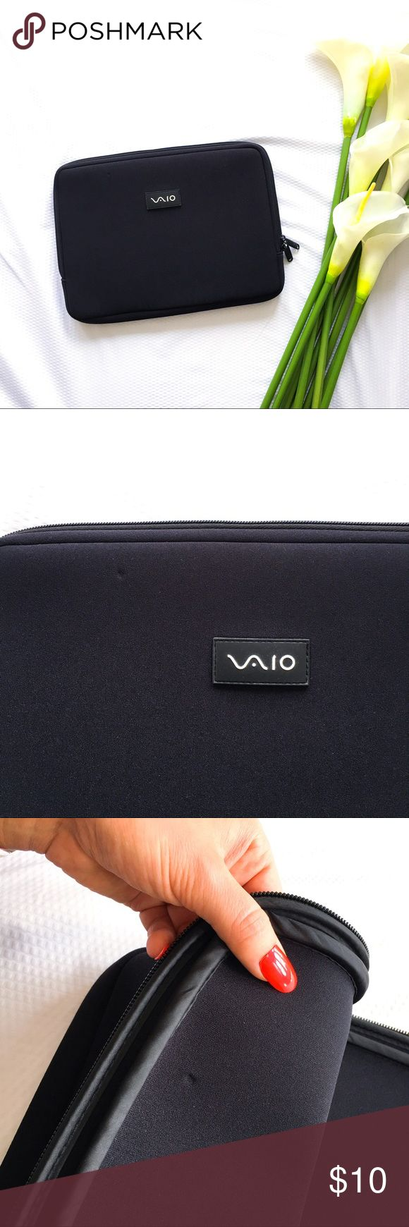 VAIO neoprene laptop sleeve Cooommmmmputerylaptopy sleevey thingies. Laptop zippered sleeve? I'm no good with the technologies. All I know - this is good to have to help out your investment. Good condition - a couple dents (as pictured). Sony Accessories Laptop Cases