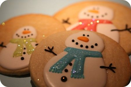 How to apply 'disco dust' to your iced cookies (sparkles)