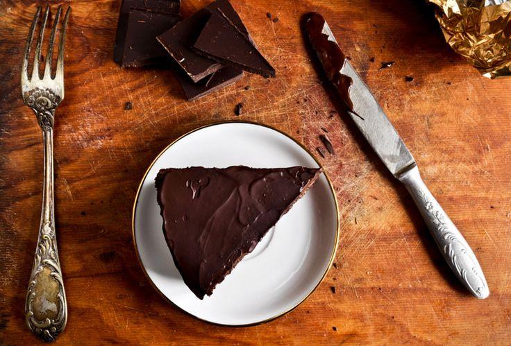 Δροσερό γλυκό, χωρίς ψήσιμο, με γιαούρτι, μπισκότα, σοκολάτα και ρούμι