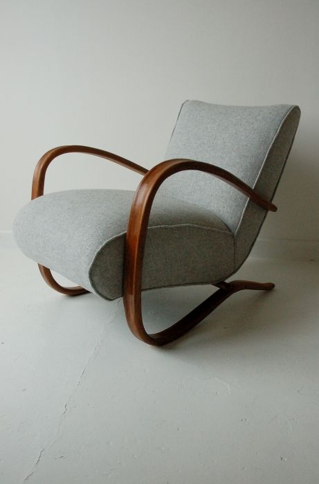 H269 chair by Jindrich Halabala, Osi Modern. #midcentury #chair