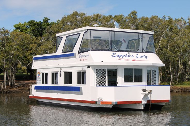 Sapphire Lady is a modern, stylish and fun 38 footer 8 berth houseboat.