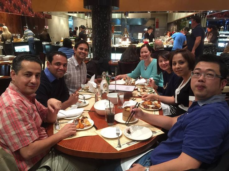 Floyd and all the gang, enjoying a nice Chinese Buffet! Picture from L to R: Mehdi Fouladi, Sherif Kalladka, Floyd, Nathalie (my wife), Ling Ming Teoh, Shadab Fallah, Mok Chee Khen.