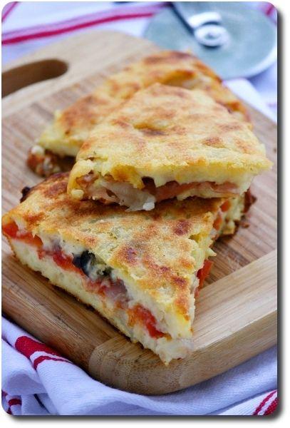 Pizza de pommes de terre farcie à la pugliese (pizza typique des Pouilles en deux versions)