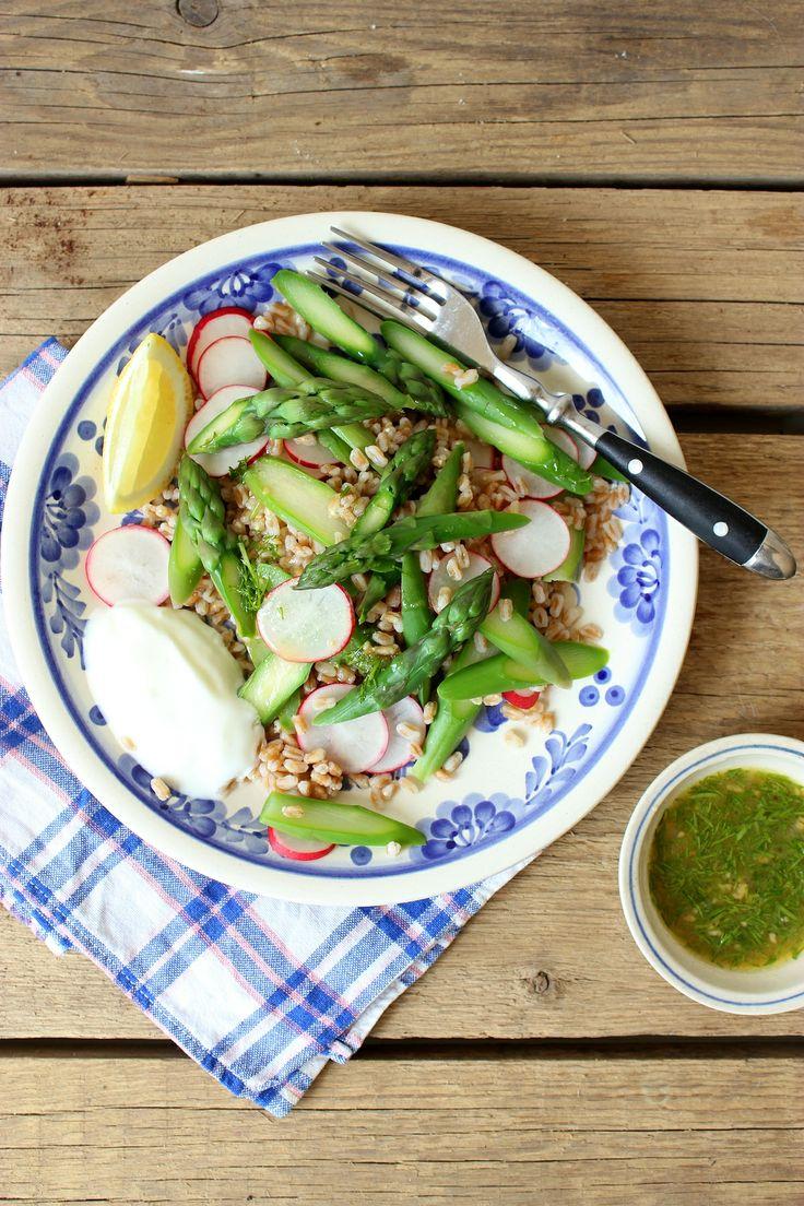 Mikyna v kuchyni: Chřestový salát s kroupami / Asparagus salat with groats http://www.mikynavkuchyni.com/2014/05/jezte-cesky-chrestovy-salat-s-kroupami.html