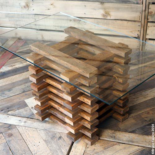 Tavolino mural. Per chi ricicla pallet a volte diventa difficile gestire l'eccesso di elementi in legno. Il MURAL è un ottimo modo per ricavare una fioriera, un cestino, piuttosto che un tavolino basso con vetro. Ideale sia da interno che da esterno.