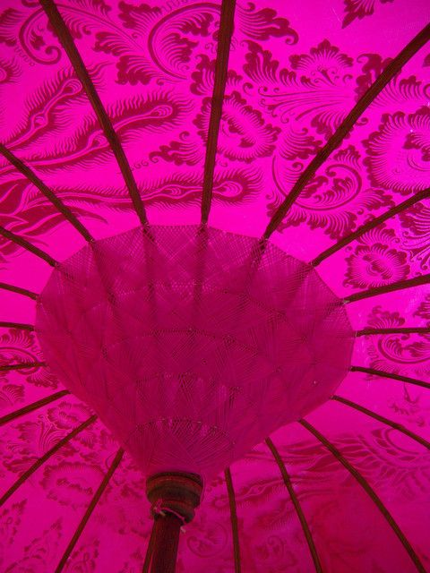 Hot pink #parasol perfect elegant detail for a #bride in white or for #bridesmaids