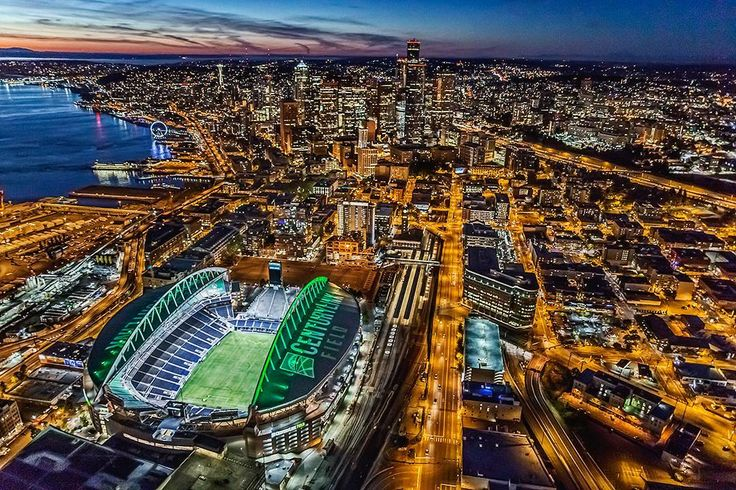 Flying over @centurylink_field  with @classicheli and @sigmaphoto 24mmf/1.4 Art #sigmapro #pacificnorthwest #seattle #seattleseahawks #sigmaphoto #aerialphotography #nightphotography #itsgoodtobeme #classicheli  #sigmalenses