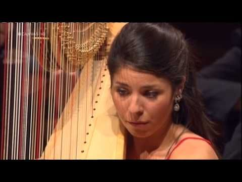 Danse sacrée et danse profane — Claude Debussy. This is SO cool, just watching how quickly the harpist changes pedals and pulls off neat extended techniques!