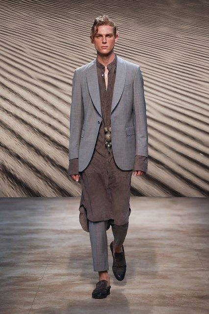 Catwalk photos and all the looks from Daks Spring/Summer 2017 Menswear Milan Fashion Week