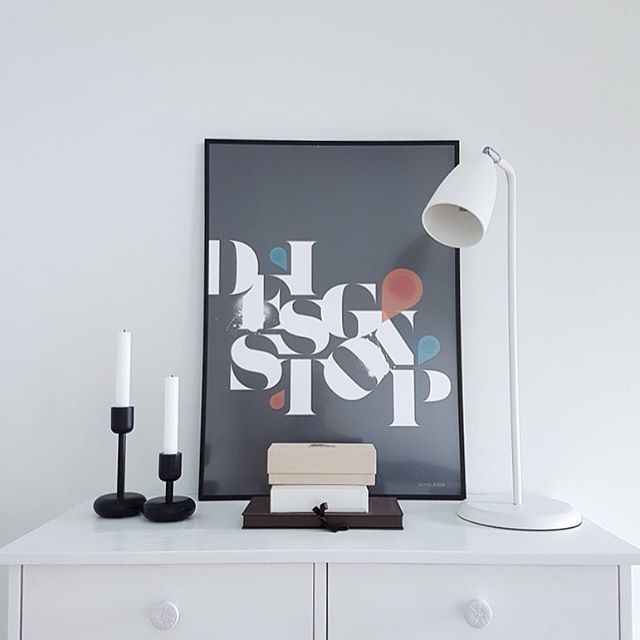 Tall scandinavian table lamp in white metal Hugo // Sessak Photo by @heinassaheiluvassa   #sessaklighting #interiorlighting #tablelamp #interior #interiorinspiration #interiorinspo #lighting #interiorstyling #interiordecor #homeinspo #homeinterior #valaisin #sisustus #sisustusinspiraatio #lamp #scandinavianinterior #nordicinspiration
