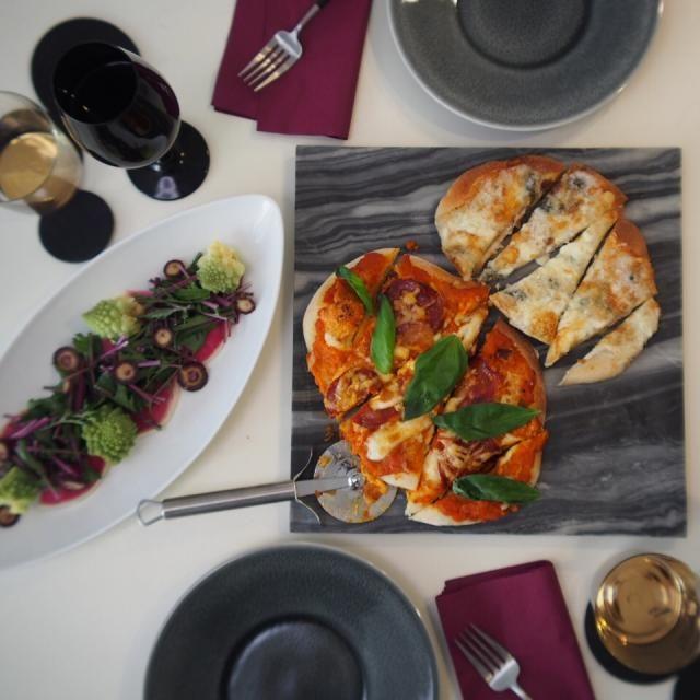 いつかのピザランチです。ピザ生地はホームベーカリーにお任せ☆自家製トマトソースのマルゲリータとクワトロフォルマッジ。 - 125件のもぐもぐ - 手作りピザランチ by 209Kitchen
