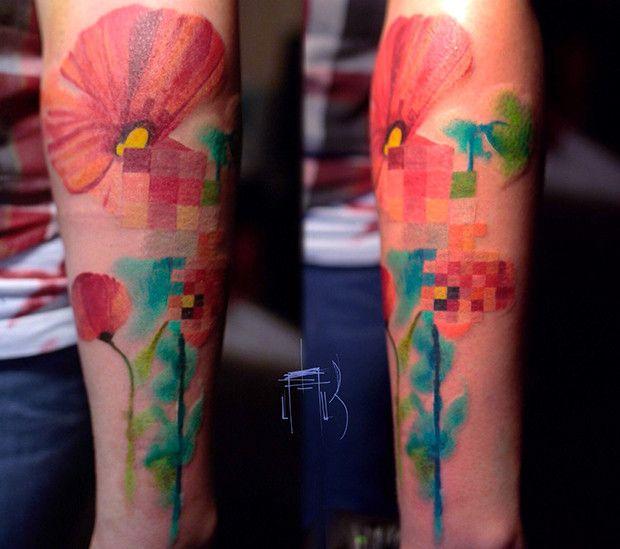 Erros e falhas digitais, os famosos glitchs, são uma grande inspiração para esse artista criar suas tatuagens: http://followthecolours.com.br/tattoo-friday/lesha-lauz-e-seus-sketchs-na-pele-inspirados-em-pixels-e-glitchs/
