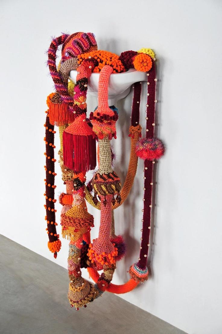 Sculptrices VILLA DATRIS, L'Isle-sur-la-Sorgue 28 Jusqu'au 11 novembre 2013 Joana Vasconcelos Marly, 2013 © Galerie Nathalie Obadia Paris-Bruxelles